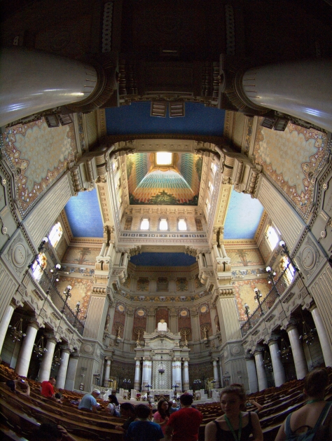 A fish-eye view of the inside of the very large Synagogue.