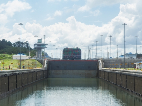 Driving over the Agua Clara Locks. That is the same container ship from the previous pictures.
